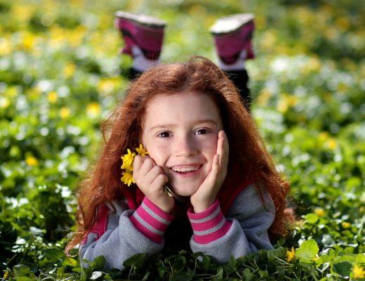 Dziecko z liściem