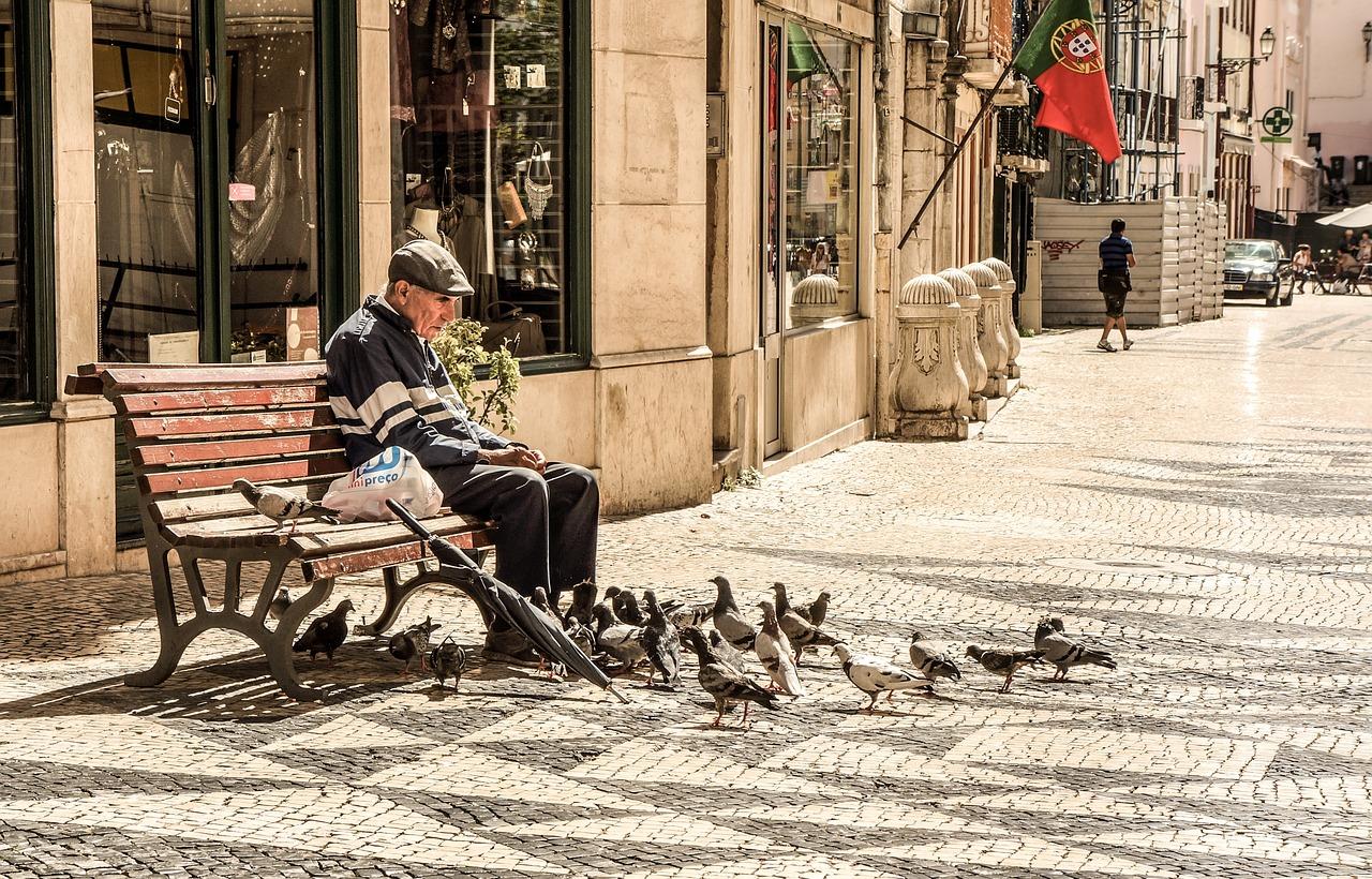 Jak uzyskać zasiłek opiekuńczy na osobę starszą